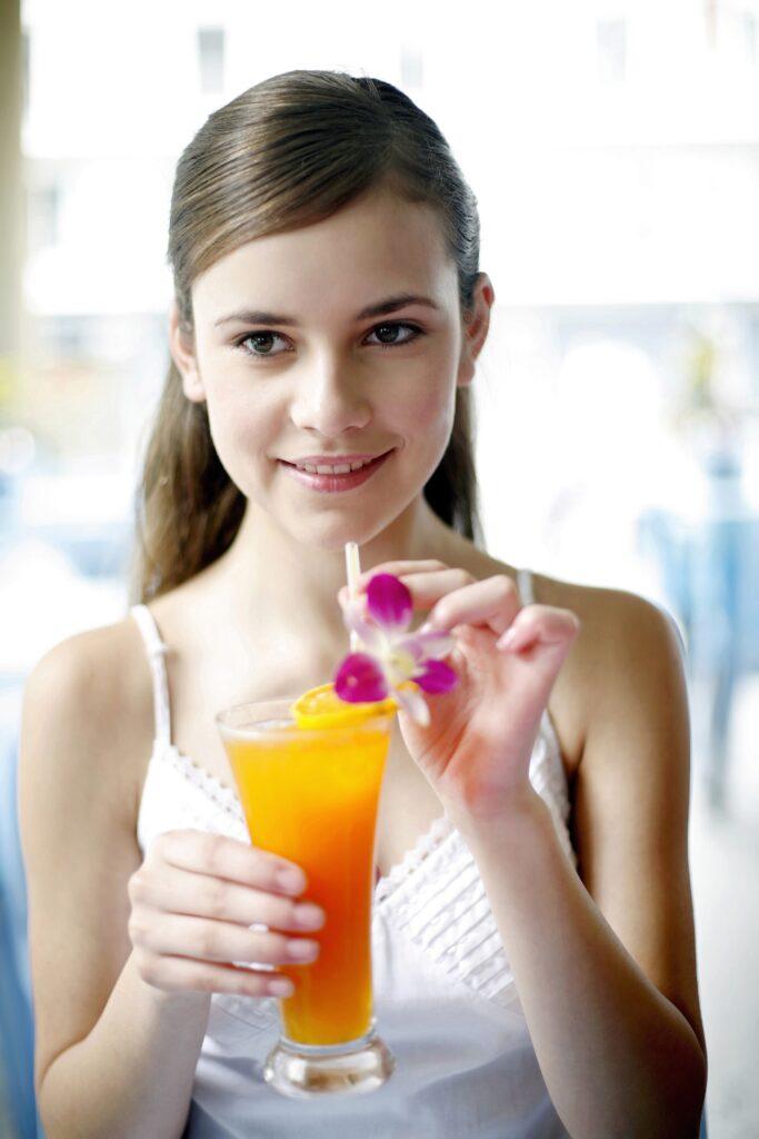 sok zrobiony za pomocą syfonu do napojów
