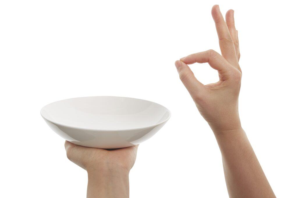 biała zastawa stołowa
