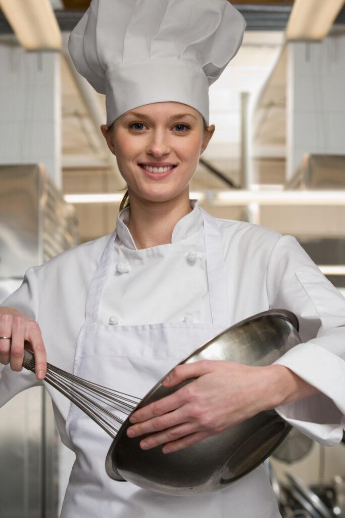 kucharka korzystająca ze sprzętu Rational
